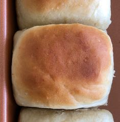 Amish Friendship Bread Dinner Rolls - Get these warm and fluffy Amish Friendship Bread sourdough dinner rolls on the table in 30 minutes. via Friendship Bread Kitchen Friendship Bread Recipe, Friendship Bread Starter, Amish Friendship Bread, Pan Amish, Amish Bread Recipes, Sourdough Recipes, Sourdough Bread, Amish Bread Starter, Sourdough Dinner Rolls
