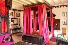 Bed & Breakfast / Chambre d'hôtes Pierre #Loti du Château de Chambiers , une invitation au voyage Réservez votre séjour en #Anjou : http://www.chateauchambiers.com/location-chambre/pierre-loti/?lang=fr #chateau #France