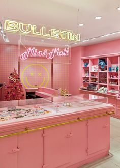When traveling to NYC, don't miss these NYC pop up shops that have the best food and shopping in Manhattan! Check out the Bulletin Mini Mall and others. Boutique Interior, Boutique Decor, Fashion Shop Interior, Pop Up Shop Nyc, Pop Up Shops, Cafe Design, Store Design, Design Design, Design Shop