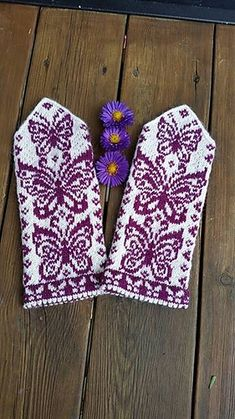 Ravelry: Papilio mittens pattern by JennyPenny Knitted Mittens Pattern, Knit Mittens, Knitted Gloves, Knitting Socks, Loom Knitting, Knitting Stitches, Hand Knitting, Knitting Patterns, Crochet Patterns