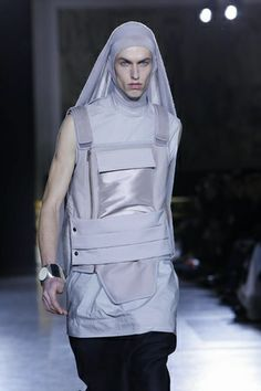 This look minus the veil, awesome cool futuristic ! Rick Owens W2014