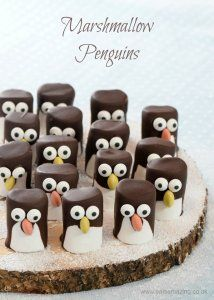 How to make easy marshmallow penguins - fun Christmas food idea for kids - they make great party food treats - Eats Amazing UK - do something similar but lion or tiger etc. Christmas Canapes, Easy Christmas Treats, Christmas Buffet, Best Christmas Recipes, Christmas Party Food, Xmas Food, Simple Christmas, Holiday Treats, Christmas Desserts