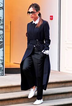 5 Casual Victoria Beckham Outfits That Actually Work in Real Life - 5 Casual Victoria Beckham Outfits That Actually Work in Real Life via Who What Wear - Victoria Beckham Outfits, Moda Victoria Beckham, Victoria Beckham Style, Fashion Week, Look Fashion, Winter Fashion, Mode Outfits, Fashion Outfits, Womens Fashion
