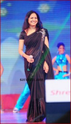 Bollywood Tollywood Hindi Tamil Actress images Pics gallery: Singer Sunitha Hot Navel In Black Transparent Saree images Saree Poses, South Indian Actress Hot, Plain Saree, Saree Navel, Simple Sarees, Bridal Lehenga Choli, Saree Look, Elegant Saree, Casual Work Outfits