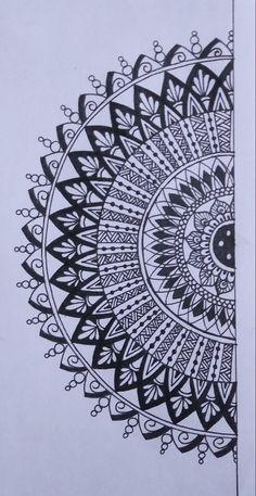 Easy Mandala Drawing, Mandala Sketch, Simple Mandala, Doodle Art Drawing, Lotus Mandala Design, Mandala Doodle, Mandala Art Therapy, Mandala Art Lesson, Mandala Artwork