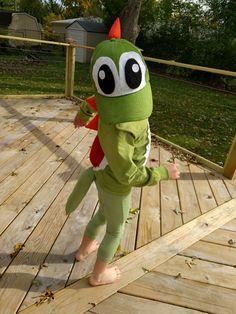 Yoshi diy boys costume Mario Costume Diy, Mario Halloween Costumes, Toad Costume, Diy Costumes For Boys, Family Costumes, Boy Costumes, Halloween Outfits, Costume Ideas, Yoshi Halloween