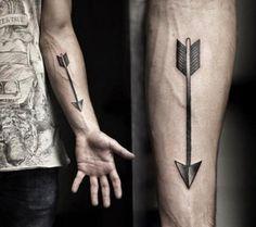 tatuagem masculina de flecha