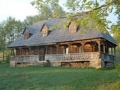 Casa Palaga - Impressive, traditional house in a magnificent landscapeHoliday Rental in Maramures from Old Country Houses, Old Houses, Rustic Home Design, Modern House Design, Vernacular Architecture, Architecture Details, Cabin Homes, Log Homes, Abandoned Farm Houses