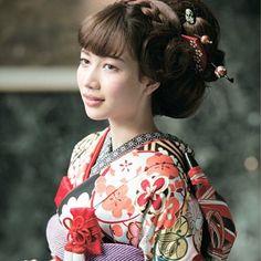 古典柄の着物にこういった、ビックシルエットの古典的なヘアスタイルもオススメですよ #wedding#和装 #hair#make