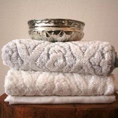 turkish towels...fluffy and WHITE Bathroom Plans, Bathroom Ideas, Clean Sheets, Bath Linens, Moroccan Style, Turkish Towels, Home Decor Styles, Travel Style, Style Guides