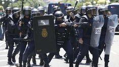Los antidisturbios de la Policía dan marcha atrás al traslado de la sede central de Madrid National Police, La Sede, Riot Police, Thin Blue Lines, Cops, Spanish, The Unit, Anton, Portuguese