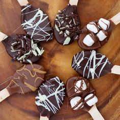 diychristmascrafts: DIY Easy Hot Chocolate Spoons Tutorial from A Beautiful Mess here. You could pair these with the Cocoa Recipe in a Jar here. Also look at these gorgeous DIY Melted Chocolate and Candies in a Spoon here.