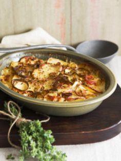 Potato, prosciutto and gorgonzola bake. LOVE potato bakes.