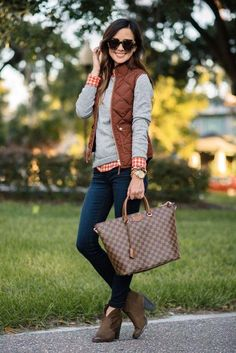 Preppy fall, preppy look, cute summer outfits, fall outfits, quilted vest. Cute Preppy Outfits, Casual Outfits, Smart Casual, Womens Preppy Outfits, Casual Preppy Outfits, Vest Outfits For Women, Rustic Outfits, Fashionable Outfits, Girly Outfits