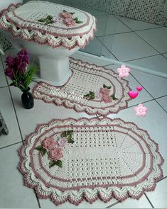 cohesive home decor Crochet Doily Rug, Crochet Cow, Minion Crochet, Crochet Rug Patterns, Love Crochet, Flower Patterns, Crochet Stitches, Crochet Hats, Crochet Decoration