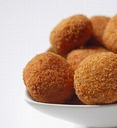 Potatocroquetter Spanish tapas - These are out of control! I need to learn how to make these too. Spanish Dishes, Spanish Tapas, Finnish Recipes, Cinnamon Sugar Donuts, Fabulous Foods, Coco, Sweet Recipes, Sweet Treats, Good Food