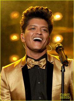 Bruno Mars <3 lovin that smile :)