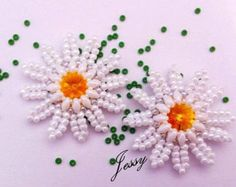 Tutorial Margherita – Fiore con Superduo o Twin e rocaille in herringbone Marguerite earrings with superduos, rivoli & seed beads. Seed Bead Jewelry, Seed Bead Earrings, Beaded Jewelry, Seed Beads, Beaded Bracelet, Seed Bead Tutorials, Beading Tutorials, Seed Bead Flowers, Beaded Flowers