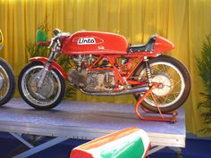 Linto...two 250 Aermacchi barrels nailed onto a common crankcase. Not simple. Result a beautiful 500 GP racer...