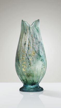 EMILE GALLÉ 1846 - 1904 VASE, VERS 1900 AN INTERNALLY DECORATED, FACETED GLASS VASE, SPRINKLED WITH FOIL INCLUSIONS BY EMILE GALLÉ, CIRCA 1900. SIGNED