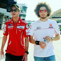 Valentino Rossi - Marco Simoncelli Missed, never forgotten Ciao Marco Motogp Valentino Rossi, Valentino Rossi 46, Marc Marquez, Motorcycle Racers, Racing Motorcycles, Grand Prix, Vale Rossi, Gp Moto, Nicky Hayden