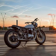 Builds from French workshops like Clutch Custom and Ed Turner constantly wow us. And now we've added another name to our Gallic watch list. Bad Winners is the workshop of Frenchman Walid Ben Lamine. From his 250-square-meter space in downtown Paris, Walid creates motorcycles like this très chic Kawasaki W650.