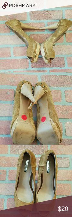 Suede peep toes pumps from Zara Collection Zara Collection: Lovely Suede peep toe pumps in tan with wooden heels Zara Shoes Heels