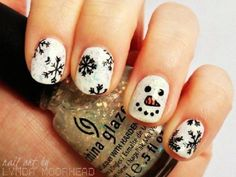 A perfect Christmas snowman for a perfect Christmas art. Get to draw a cute snowman on your nails using white and black polish. Draw on images falling snowflakes for effect.