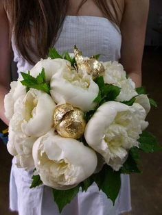 Gold-dipped peonies in the bouquet. 51 Reasons To Shower Your Wedding In Gold Gold Wedding Bouquets, Gold Bouquet, Peonies Bouquet, Wedding Flowers, Peony, Ranunculus Flowers, Gatsby Wedding, Mod Wedding, Dream Wedding