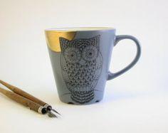 Chouette gobelet peint à la main en noir gothique de par madrab