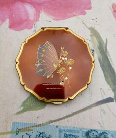 Stratton Compact,Hand Engraved Butterfly, Classic 1950s Compact, Vintage Stratton Powder Compact