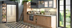Deze tijdloze keuken past perfect in het industrieel - vintage interieur. De combinatie met de open kast gedeeltes zorgt voor een speelse look, en is praktisch in gebruik.