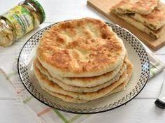 "Placinte cu ciuperci in tigaie [Stuffed bread/""pancake pies"" with mushroom filling] from Jamila Cuisine Fried Pies, Apple Pie, Food To Make, Fries, Pancakes, Bakery, Stuffed Mushrooms, Food And Drink, Favorite Recipes"
