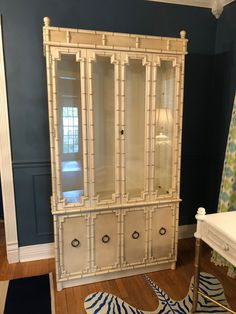Bamboo Furniture, Painted Furniture, Home Furniture, Cabinet Inspiration, Dining Room Inspiration, Dream Tea, Asian Home Decor, China Cabinets, Chinoiserie Chic