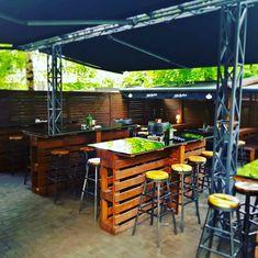 Rock 'N' Roll PUB - Čia savaitgalis niekada nesibaigia Irish Pub Interior, Bar Interior, Interior And Exterior, Outdoor Tables, Outdoor Decor, Exterior Design, Backyard, Outdoor Furniture, Summer