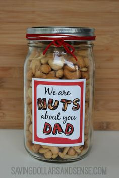 Give this DIY Father's Day Gift Idea a try! Dad will love this easy father's day gift idea.This is one of the best fathers day gifts! Dad will love getting his favorite snack! Get your free printable! Diy Father's Day Gifts Easy, Homemade Fathers Day Gifts, Cool Fathers Day Gifts, Fathers Day Presents, Father's Day Diy, Fathers Day Crafts, Fathers Day Ideas For Husband, Mason Jar Fathers Day Gifts, Best Dad Gifts
