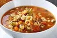 Maaltijdsoep met pasta, wortelen, tomaat en prinsessenboontjes