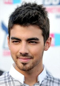 Joe Jonas at the 2010 Do Something Awards. http://beautyeditor.ca/2015/07/24/best-mens-haircut-for-thick-coarse-hair