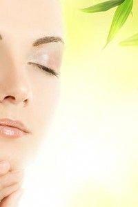 Ways to get Rid Of Dark Spots on Face Right away Sun Spots On Skin, Black Spots On Face, Brown Spots On Hands, Age Spots On Face, Spots On Legs, Dark Spots, Sunspots On Face, Spots On Forehead, Coffee Face Scrub
