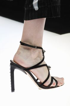 Giorgio Armani Spring 2018 Ready-to-Wear Accessories Photos - Vogue