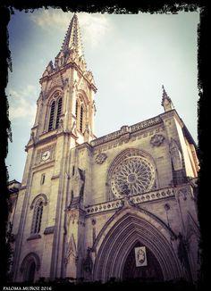 Catedral de Santiago en Bilbao. Fachada principal. Santiago Cathedral in Bilbao. Main facade.
