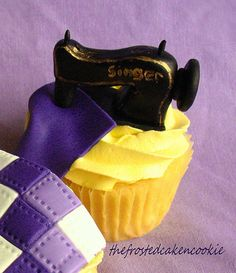 Sewing Machine Cupcake #fooddecoration, #food, #cooking, https://facebook.com/apps/application.php?id=106186096099420