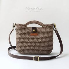 Best 12 Welcome to our gallery of beautiful crocheted handbags for summer. These handbag models are popular designs made by ingenious housewives. On this page you will find the popular crochet bag models of June If you want to have all the eyes on th Crochet Purse Patterns, Crochet Tote, Crochet Handbags, Crochet Purses, Hand Crochet, Crochet Shoulder Bags, Small Shoulder Bag, Drops Paris, Popular Crochet