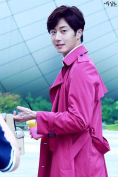 Jung Il Woo - Don't know of many guys who could rock a bright pink coat!