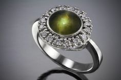 Chrysoberyl_Cats_Eye_and_Diamond_on_Platinum_Ring