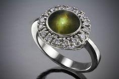Chrysoberyl_Cats_Eye_and_Diamond_on_Platinum_Ring