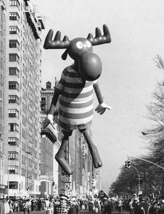Nov. 18, 1973: While New York's Thanksgiving Day Parade tramped down an avenue, retailers were fretting about whether an inflated bull moose would portend a bull market. Photo: Don Hogan Charles/The New York Times
