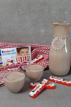 Kinderschokolade Likör selber machen mit wenigen Zutaten Glass Of Milk, Smoothies, Cocktails, Desserts, Recipes, Food, Nutella Recipes, Savory Foods, Kuchen