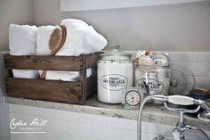 Die Weinkiste gibt den Handtüchern ein stylisches Zuhause.