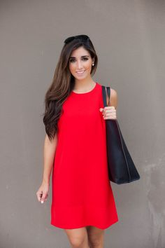 I like the style of this shift dress. Simple but classy.